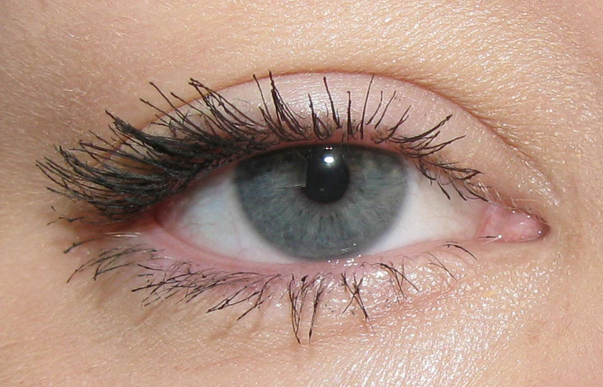 20e2fab095b Review of Maybelline Volum' Express Colossal Mascara | The Girly ...